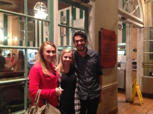 Meeting up with Katie and her sister at Café du Monde